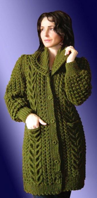 Вязаное пальто «с косами»