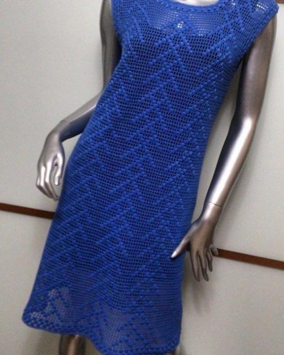 Эффектное платье в технике филейного вязания 0